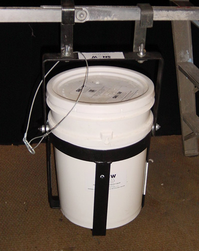 Pale Mounting Bucket and Bracket